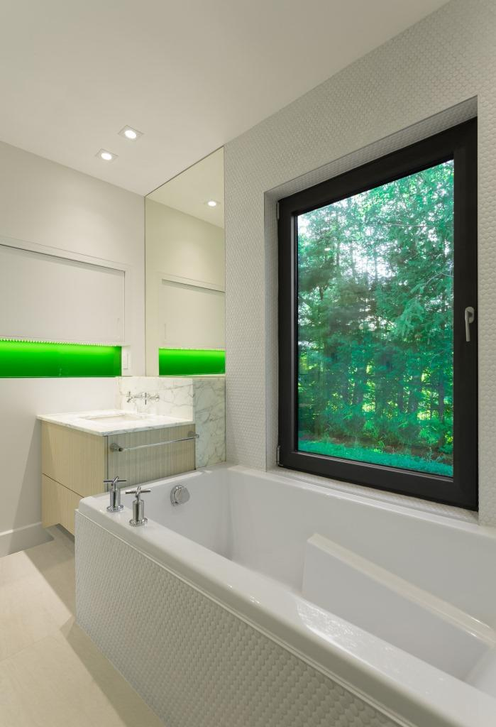 white modern bathroom idea